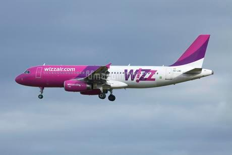 Wizz Air, airplane, in flightの写真素材 [FYI02339640]