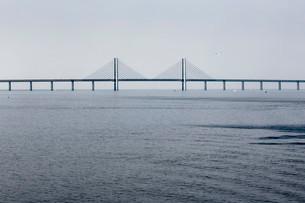 oresund Bridge between Copenhagen and Malmo, world'sの写真素材 [FYI02339652]