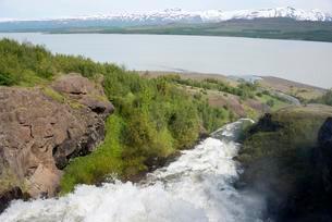 River Hrafnsgerdisa flowing into the Lagarfljot Lakeの写真素材 [FYI02339673]