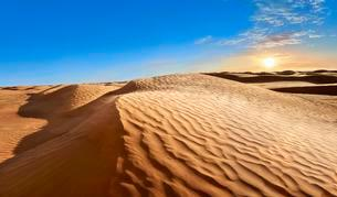 Sand dunes of Grand Erg Oriental near the oasis of Ksarの写真素材 [FYI02339680]