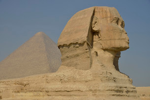 Sphinx or Great Sphinx of Giza, lion with a human headの写真素材 [FYI02339714]