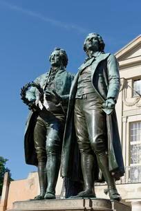 GoetheSchiller Monument in front of German Nationalの写真素材 [FYI02339715]