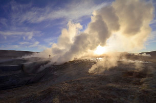 Geysers of the thermal field Sol de Manana during sunriseの写真素材 [FYI02339757]
