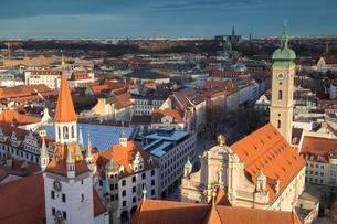 View of historic centre, downtown Munich, front Old Townの写真素材 [FYI02339800]