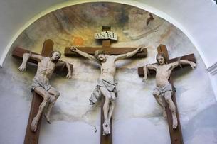 Calvary next to Mariae Himmelfahrt Church in Burg beiの写真素材 [FYI02339801]