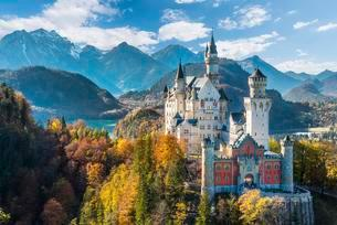 Neuschwanstein Castle in autumn, Alpsee behind, Schwangauの写真素材 [FYI02339817]