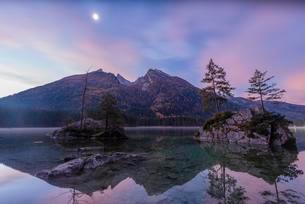 Hochkalter, Hintersee, Berchtesgaden Alps, Ramsau beiの写真素材 [FYI02339824]