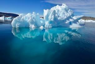 Iceberg drifting in Sermilik Fjord, East Greenlandの写真素材 [FYI02339842]