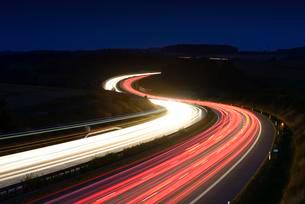 Traces of light on the A9 highway, winding road at nightの写真素材 [FYI02339851]