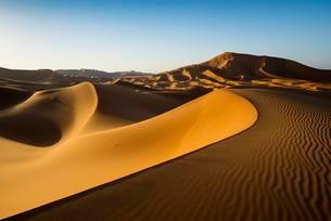 Sand dunes at Merzouga, Meknes-Tafilalet Region, Ergの写真素材 [FYI02339881]