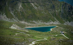 Reservoir in the shape of a heart, Goldried, High Tauernの写真素材 [FYI02339917]