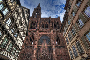 Main facade with tower of the Strasbourg Cathedral, oldの写真素材 [FYI02339943]