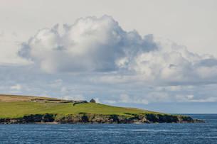 Coastline, Yell, Shetland Islands, Scotland, Unitedの写真素材 [FYI02339944]
