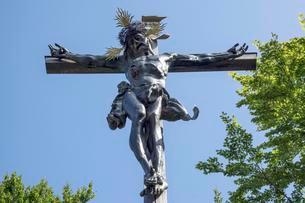 Jesus on the cross, Calvary, Bad Tolz, Upper Bavariaの写真素材 [FYI02339969]