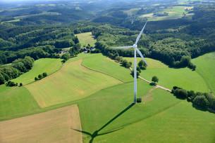 Aerial view of wind turbine, Bergisch Gladbach, Northの写真素材 [FYI02340014]