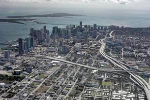 Aerial view, traffic junction, Downtown Miami, Floridaの写真素材 [FYI02340015]
