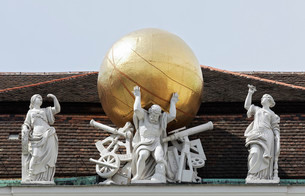 Atlas carrying the firmament on his shoulders, mythologicalの写真素材 [FYI02340078]