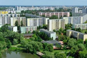 Plattenbau housing estate, Marzahn, Berlin, Germany, Europeの写真素材 [FYI02340098]