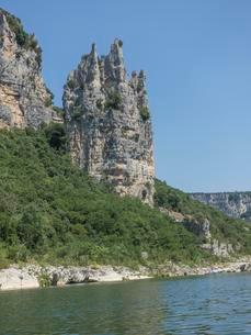 Rock formation known as Cathedral, Ardeche riverの写真素材 [FYI02340102]