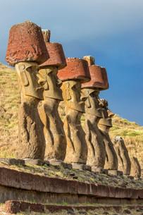 Ahu Nao-Nao Moais, Anakena, Rapa Nui National Park, Unescoの写真素材 [FYI02340107]