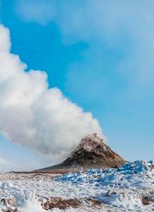 Steaming fumarole, solfatara in Hverarond, also Hverir orの写真素材 [FYI02340114]