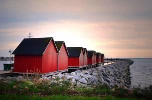 Red fishing huts, harbor, Bad Boltenhagenの写真素材 [FYI02340115]