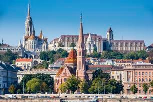 Panoramic view of Buda, Fisherman's Bastion and Matthiasの写真素材 [FYI02340141]