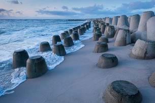 Tetrapods protect the coast in Hornum, North Sea island ofの写真素材 [FYI02340151]