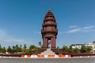 Roundabout at the Independence Monument, Phnom Penhの写真素材 [FYI02340205]