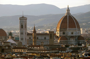 Cityscape of Florence with the Duomo Santa Maria del Fioreの写真素材 [FYI02340211]