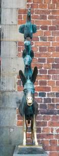 Bremen Town Musicians, bronze sculpture, Gerhard Marcksの写真素材 [FYI02340245]