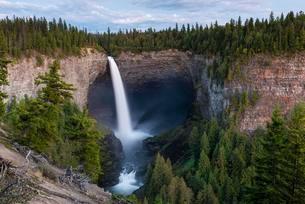 Helmcken Falls, waterfall, Wells Gray Provincial Parkの写真素材 [FYI02340262]