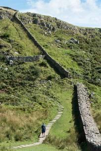 Hiking trail along Hadrian's Wall, Haltwhistleの写真素材 [FYI02340273]