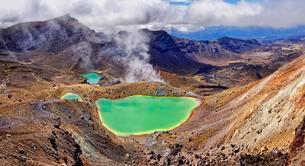 Green sulphurous lakes, Emerald Lakes in active volcanicの写真素材 [FYI02340326]