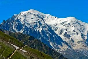 Mont Blanc peak, 4809m, glaciated, Haute-Savoie, Franceの写真素材 [FYI02340327]