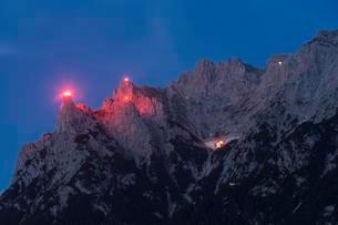 Mountain fire at the Karwendel, bonfire, midsummer fireの写真素材 [FYI02340332]
