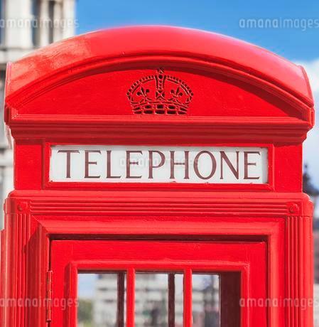Red telephone box, London, United Kingdom, Europeの写真素材 [FYI02340348]