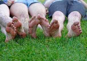 Dirty feet, barefoot in summer, Upper Bavaria, Bavariaの写真素材 [FYI02340350]