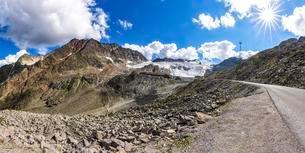 otztal glacial road, Rettenbachferner behind, Soldenの写真素材 [FYI02340416]