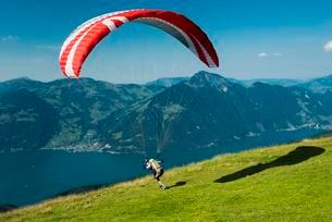 Paraglider starting near Emmetten, Niederbauen, Lakeの写真素材 [FYI02340432]