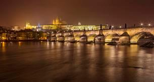 Charles Bridge with Prague Castle and St. Vitus Cathedralの写真素材 [FYI02340603]