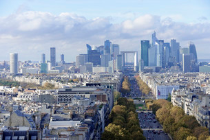 Views of La Defense and the Avenue des Champs-Elysees, theの写真素材 [FYI02340606]