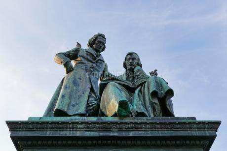 Brothers, Grimm National Monument in front of New Townの写真素材 [FYI02340636]