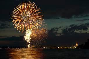 Fireworks at the Hausherrenfest, Radolfzellの写真素材 [FYI02340647]