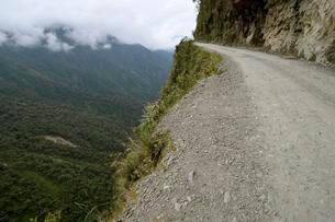 Death road, Camino de la Muerte, Yungas North Road betweenの写真素材 [FYI02340653]