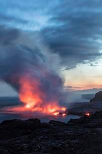 Lava entering ocean, Kalapana, Hawai'i Volcanoes Nationalの写真素材 [FYI02340690]