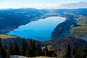 View from Mt Dent de Vaulion of Lac de Joux in the Valleeの写真素材 [FYI02340701]
