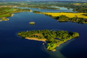 Krakower Seenlandschaft with Liepse Island, lakeland natureの写真素材 [FYI02340714]