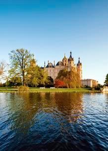 Schwerin Castle, Mecklenburg-Western Pomerania, Germanyの写真素材 [FYI02340723]