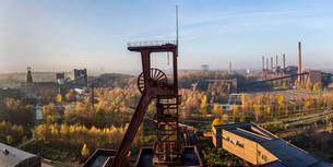 UNESCO World Heritage Site, Zeche Zollverein, view onの写真素材 [FYI02340731]